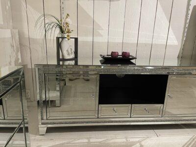 Moa TV-bänk i spegel - Folkets Möbler